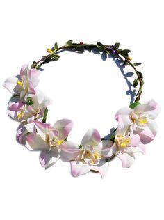 Květinová čelenka do vlasů bílo - fialová Originální ozdoba do vlasů. Krásný doplněk na jaro či léto, čelenka je vhodná na běžné nošení i výjimečné události např. jako doplněk pro nevěsty či družičky na svatbách. Květiny jsou připevněny na drátku, velikost je dle obvodu hlavy nastavitelná (drátek je na zadní straně rozdělen a mírně zamotán). Crown, Band, Accessories, Jewelry, Fashion, Moda, Corona, Sash, Jewlery