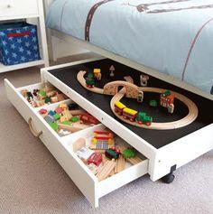 This kind of thing would work well for Lego // Tolle #Idee um #Spielzeug im #Kinderzimmer unterzubringen