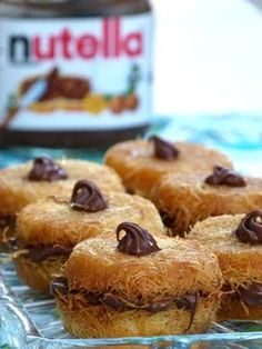Nutella Kunafa - Gunafa - Künefe - recipe - especially popular in Ramadan - Sweets - French Ramadan Sweets Recipes, Eid Sweets, Dessert Recipes, Ramadan Food, Arabic Dessert, Arabic Sweets, Arabic Food, Turkish Recipes, Lebanese Recipes