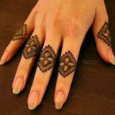 Mehndi design makes hand beautiful and fabulous. Here, you will see awesome and Simple Mehndi Designs For Hands. Latest Finger Mehndi Designs, Henna Tattoo Designs Simple, Mehndi Designs Feet, Mehndi Design Pictures, Modern Mehndi Designs, Mehndi Designs For Girls, Mehndi Designs For Beginners, Henna Art Designs, Mehndi Designs For Fingers