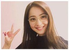今年もオシャレ女子にメガネはマストアイテム♪トレンドに敏感な子はもう持ってるかも?! シンプルな服装も旬のメガネをかけるだけでピリッとスパイスに♡ 可愛くてオシャレなメガネ女子を目指して、あなただけの一着を探してみませんか! Beautiful Figure, Beautiful Women, Wearing Glasses, Girls With Glasses, Looking For Women, Asian Beauty, Actresses, Womens Fashion, Pretty