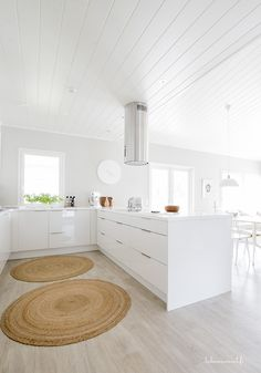 maison blanches: ☼☼☼ via talosanomat.fi home decor bathroom inspo hygge Wedding Deco Ivar hack: Stallarp legs, spray paint, and Anthropologie knobs: ikeahacks # vittsjö # vittsjö Pia's budget kitchen countertop is on our wish list! Diy Kitchen Storage, Home Decor Kitchen, Kitchen Interior, New Kitchen, Home Kitchens, Kitchen Dining, Small White Kitchens, House Extension Design, Home Decoracion
