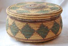 vintage sewing basket $28