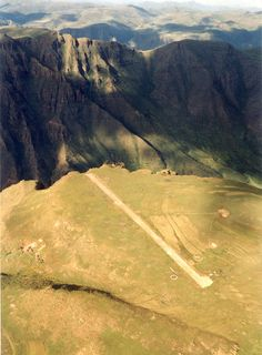 World's scariest crazy airport runways  - Lethoso, Africa    ...............400 metres runway. So you have to lift or fall over the cliff.