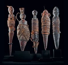 nago and fon vodun sculptures, benin (23.5 x 4.5 x 5 cm, 18.5 x 5.5 x 5 cm, 20 x 4 x 3 cm, 18 x 4 x 5.5 cm, 20 x 4 x 4 cm) wood, rope, clay, sacrificial patina collection anne and jacques kerchache photo © yuji ono the most common and prototypical of the bocio genre, are bla-bocio whose surface have been bound tightly with cord. bondage is associated with a range of emotionally charged ideas, the most powerful of which is death. works of this genre are also respond to problems such as…