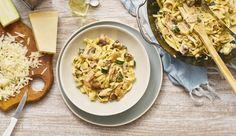 Zucchini, Champignons und Räucherlachs in einer cremigen Sauce zu Bandnudeln. Diese Pasta macht dich in nur 15 Minuten glücklich!