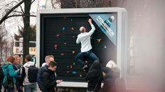 Panneau publicitaire Powerade, faire du sport, escalade, originale idée de pub ! | Climbing billboard advertises to Powerade drink, exciting !