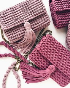 Simple and free creative crochet bag pattern for crochet bag anl . - taschen Simple and free creative crochet bag pattern for crochet bag anl . Crochet Handbags, Crochet Purses, Crochet Bags, Crochet Clutch, Crochet T Shirts, Knit Crochet, Easy Crochet, Knitting Patterns, Crochet Patterns