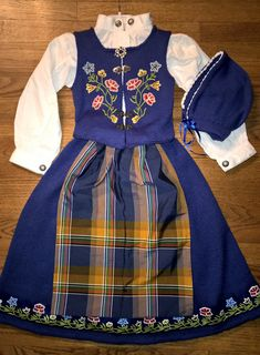 Ravelry: Festdrakt Nordland pattern by Sagaen Folk Costume, Ag Dolls, Historical Clothing, Traditional Dresses, Mittens, Ravelry, Sewing Crafts, Doll Clothes, Embroidery