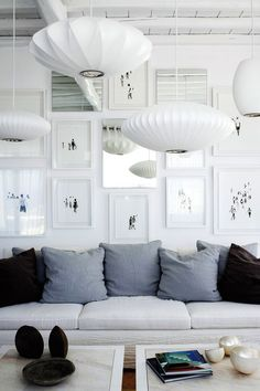 Cosy great living room (love the black&blue pillows !!)