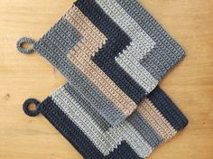 Knitting Patterns Dishcloth Instructions Potholders In my kitchen just do not fit colorful pot holders, so I have this … Crochet Potholder Patterns, C2c Crochet, Crochet Quilt, Manta Crochet, Single Crochet Stitch, Crochet Home, Knitting Patterns, Batik Quilts, Colorful Quilts