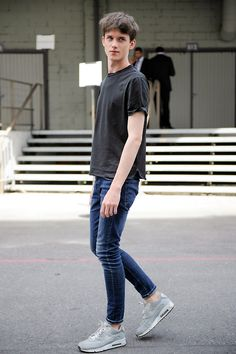 simple jeans sneakers shirt