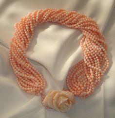 Torchon corallo rosa con fine incisione centrale a forma di rosa in corallo Midway