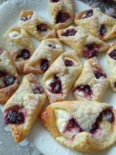 Ciasto francuskie, ricotta, wiśnie 😋 Ricotta, To Go, Desserts, Food, Recipes, Tailgate Desserts, Deserts, Essen, Postres