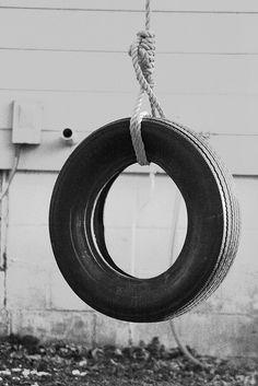 O (Tire Swing) by Voruzzz, via Flickr