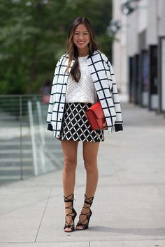 Mezclar patrones en blanco y negro con un toque de color/ Mix patterns in b&w with a pop of color!