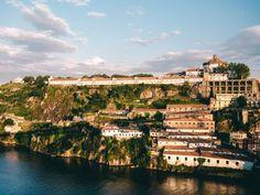 Wir haben die schönsten #Porto Reisetipps wie #Ribeira, den Torre des Clérigos, dem Paco Episcopal, die Ponte Dom Luis Budapest, Portugal, Dom, Paris Skyline, Dolores Park, Architecture, Water, Travel, Outdoor