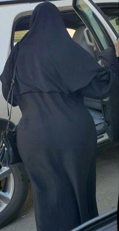 Arab Girls Hijab, Girl Hijab, Muslim Girls, Muslim Couples, Beautiful Arab Women, Beautiful Hijab Girl, Beautiful Asian Girls, Niqab, Black Abaya
