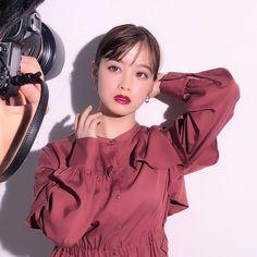 Japanese Models, Japan Fashion, Woman Crush, Girl Photos, Asian Beauty, Cute Girls, How To Look Better, Girly, Ruffle Blouse