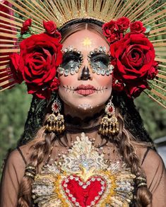 10 Stunning Makeup Ideas for Halloween Looks Halloween, Halloween Inspo, Happy Halloween, Halloween Party, Halloween Costumes, Costume Catrina, Maquillaje Sugar Skull, Day Of Dead Makeup, Day Of Dead Costume