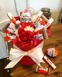 Candy Bouquet Diy, Diy Bouquet, Diy Gift Box, Easy Diy Gifts, Balloon Birthday Themes, Valentine Day Gifts, Christmas Gifts, Chocolate Flowers Bouquet, Gift Baskets For Him