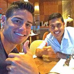 James con un amigo en Madrid o8/o7/14 James Rodriguez #RealMadrid #10
