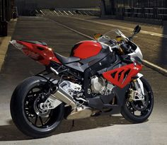BMW shocked the motorcycle world in 2009 with the launch of its S 1000 RR superbike. Here was a bike, produced by a company known mostly for its touring and Ducati, Bmw S1000rr, Honda, Course Moto, Motos Bmw, Dyna Low Rider, Custom Sport Bikes, Tribute, Cool Motorcycles