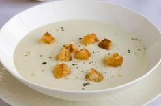 Gordon Ramsay's cream of cauliflower soup Gordon Ramsay's cream of cauliflower soup recipe is a creamy and comforting soup, perfect for the winter months. As a starter to a three-course Christmas menu, you will only need to serve a small portion, but this Cream Of Cauliflower Soup Recipe, Cream Soup Recipes, Creamy Cauliflower, Coliflower Soup, Coliflower Recipes, Gordon Ramsay, Kitchen Recipes, Cooking Recipes, Uk Recipes