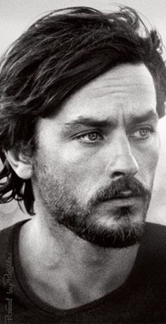Style Icons: Alain Delon - Icon People - Ideas of Icon People - Alain Delon in _Les Aventuriers_ french movie by Robert Enrico Beautiful Boys, Gorgeous Men, Anouchka Delon, Portrait Photos, French Movies, French Film, Cinema Tv, Hommes Sexy, Famous Faces