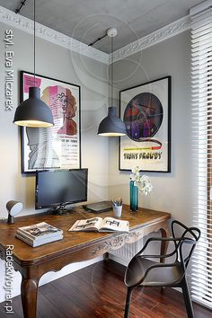 Strona fotografa Radka Wojnara poświęcona wnętrzom w stylistyce łączącej klasyczne i nowoczesne elementy oraz innym stylom wnętrz mieszkalnych Office Desk, Corner Desk, Living Spaces, Vanity, Interior Design, Room, Inspiration, Furniture, Modern Interiors