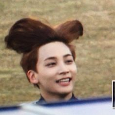 jeonghan hair be like to sing ' i belive i can fly. I belive i can touch th. jeonghan hair be Going Seventeen, Seventeen Memes, Jeonghan Seventeen, Diecisiete Memes, K Meme, Funny Kpop Memes, Text Memes, Meme Pictures, Reaction Pictures