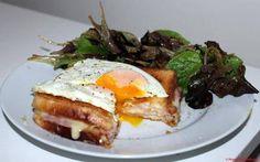 Croque-Madame au Gruyère & salade mélangée