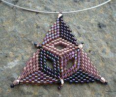 Vezsuzsi gyöngyei: Suttogva... (megint háromszög)