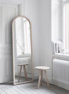 Produkten Spegel Ask säljs av Melo i vår Tictail-butik.  Tictail låter dig skapa en snygg nätbutik helt gratis - tictail.com