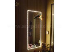 Sminktükör világítás LED csíkkal, melegfehér fénnyel. Bathroom Lighting, Mirror, Makeup, Furniture, Home Decor, Bathroom Light Fittings, Make Up, Bathroom Vanity Lighting, Decoration Home