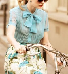 Taylor Swift on a bike, rockin' that fashion