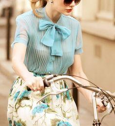 Taylor Swift on a bike, rockin' that fashion