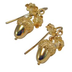 A pair of English gold earrings, c.1880, in the form of acorns, symbols of potential. (jewelry.1stdibs.com)