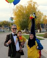 Fredrickson, Kevin, and Russel Family Costume - Halloween Costume Contest Chien Halloween, Fete Halloween, Holidays Halloween, Disney Halloween, Halloween Halloween, Halloween Costume Contest, Family Halloween Costumes, Diy Halloween Costumes, Costume Ideas