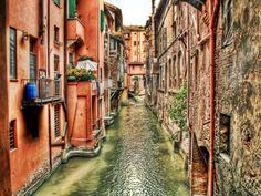 Romántica Bologna