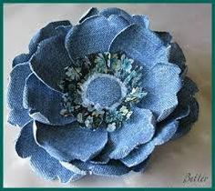 Sewing Fabric Old Jeans Best Ideas Denim Flowers, Felt Flowers, Fabric Flowers, Paper Flowers, Pretty Flowers, Jean Crafts, Denim Crafts, Fabric Crafts, Sewing Crafts