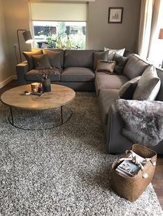Absolutely Brilliant Ideas & Solutions for Your Small Living Room Room Room Ideas - Home Decor Design Ideas - Wohnen - Apartment Decor Shabby Chic Living Room, Elegant Living Room, Small Living Rooms, Home Living Room, Apartment Living, Living Room Designs, Living Room Decor, Modern Living, Living Spaces