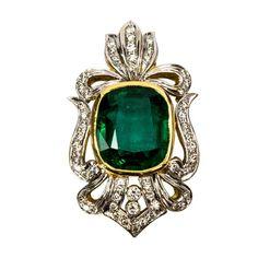 1stdibs.com | Cushion Cut Emerald and Diamond Gold Slide Pendant