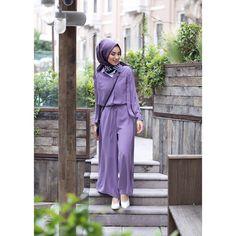 How To Combine Lilac Color Compatible Colors Lila Color? Muslim Fashion, Modest Fashion, Hijab Fashion, Korean Fashion, Fashion Outfits, Jumpsuit Hijab, Hijab Dress, Hijab Moda, Casual Hijab Outfit