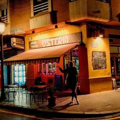 Comparte tus momentos #ruzafagente con nosotros. @bravasinthesun  A little slice of heaven (aka Italy) in Ruzafa. Cozy authentic Italian restaurant situated on a quiet corner in Ruzafa, is the perfect date night or girls' night out. Plus, they have amazing gluten-free pasta. Highly recommended! Call ahead to reserve a table.  #ruzafa #russafa #ruzafagente #valencia #spain #europe #travel #adventure #vegan #glutenfree #vegana #singluten #dietetica #nutrition #health #bravasinthesun #pasta