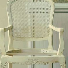 Palha Sintética: Branca.  #cadeira #palhinha #vintage #vintagestyle #silla #rejilla #shabbychic #restore #handmade #marcenaria #makeover #caning #canespotting #chair #chaircaning #decor #decoração #decorations #interiors #interiordecor #tardeboa #tardezinha #tarde #linda #boatardeee #boatardee #goodafternoon #bonjour #follow4follow