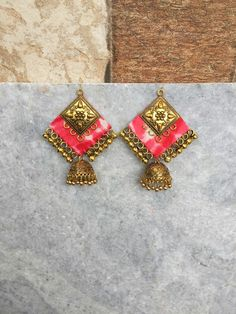 Pinterest • @KrutiChevli . . For order kindly whatsapp 9512533022 #indianfashion #indianbride #punjabibride #bridalmakeup #necklace #indianjewelry #silver #silvernecklace #boho #silverjewelry #flowerjewelry Tatting Jewelry, Thread Jewellery, Textile Jewelry, Fabric Jewelry, Boho Jewelry, Jewelry Art, Jewelry Design, Wedding Jewelry, Fabric Earrings