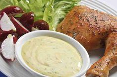 Descubre cómo hacer un Aderezo césar para ensalada al estilo NESTLÉ®