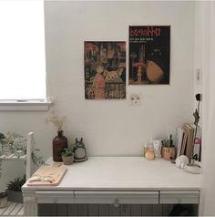 desk study soft studio ghibli minimalistic aesthetic home interior korean apartment kawaii g e o r g i a n a : f u t u r e h o m e My New Room, My Room, Dorm Room, Home Bedroom, Bedroom Decor, Bedrooms, Deco Studio, Decoration Inspiration, Aesthetic Room Decor