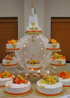 Imagen de http://www.theaprilscakes.com/wp-content/uploads/aprils-cakes-gallery-quinceanera-cake-white-round-orange-cinderella-carriage.jpg.